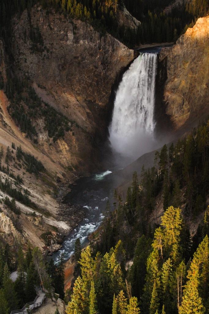 2016-10-16-blog-yellowstone-roadtrip-waterfall
